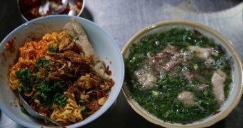 Vì sao tô mì tôm muối ớt giá tới 52.000 đồng ở Sài Gòn vẫn hút khách ầm ầm?