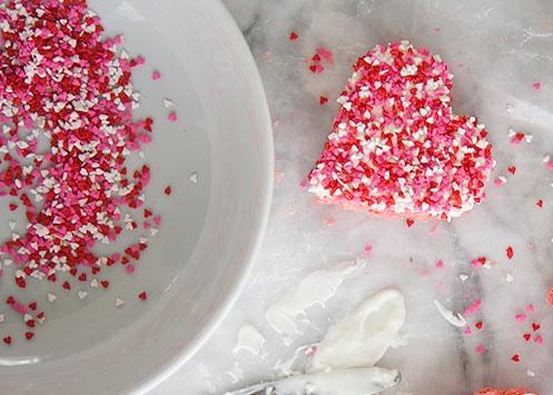 """Valentine tự làm kẹo trái tim đơn giản mà ngọt ngào tặng """"người ấy"""""""