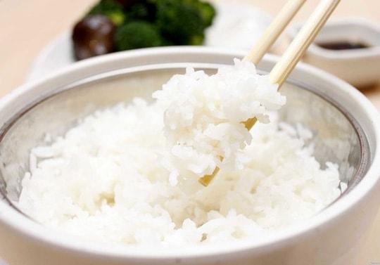 Những loại thực phẩm nào không nên cho vào lò vi sóng