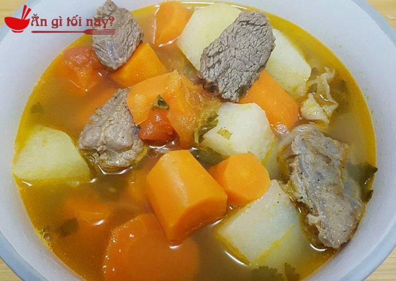 Canh thịt bò rau củ giúp bổ sung sắt cho bà bầu