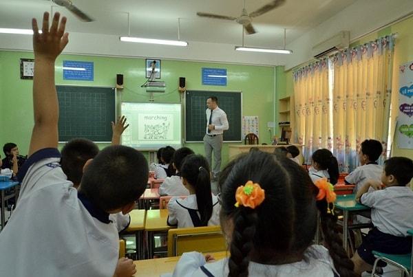 Học sinh hào hứng với những video trong bài học
