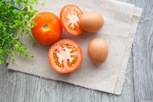 Cách nấu cháo trứng gà sốt cà chua thơm ngon hấp dẫn