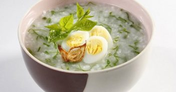 Cách nấu cháo trứng gà với rau mồng tơi cho bữa ăn cuối tuần