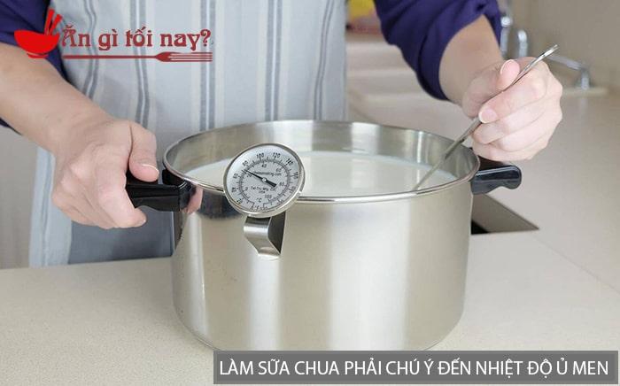 Khi làm sữa chua phải chú ý đến nhiệt độ ủ men