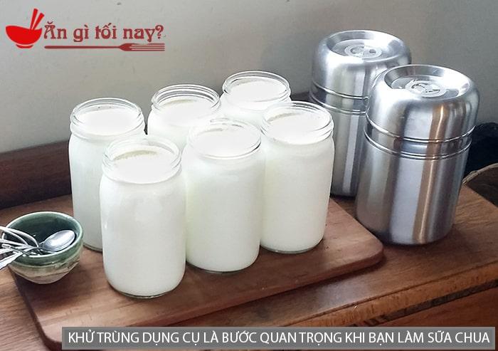Khử trùng dụng cụ là bước quan trọng khi bạn làm sữa chua