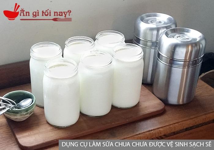 Dụng cụ làm sữa chua chưa được vệ sinh sạch sẽ