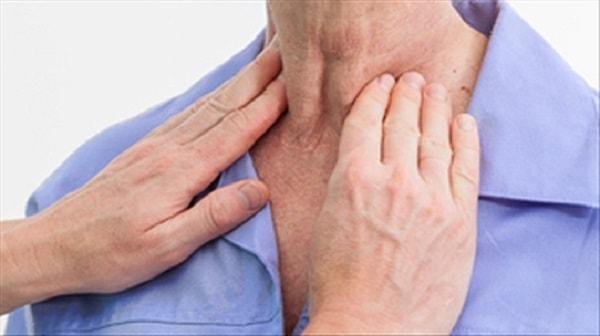 biến chứng sau khi mổ bướu cổ 1