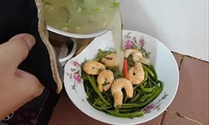 canh rau muống nấu tôm 4