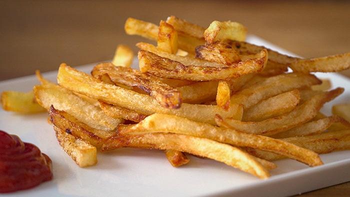 Khoai tây chiên chứa nhiều chất béo và calo sẽ khiến thừa cân, béo phì