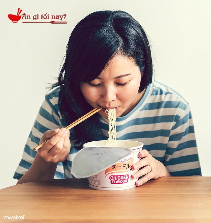 Ăn nhiều mì tôm ảnh hưởng gì đến sức khỏe bà bầu?