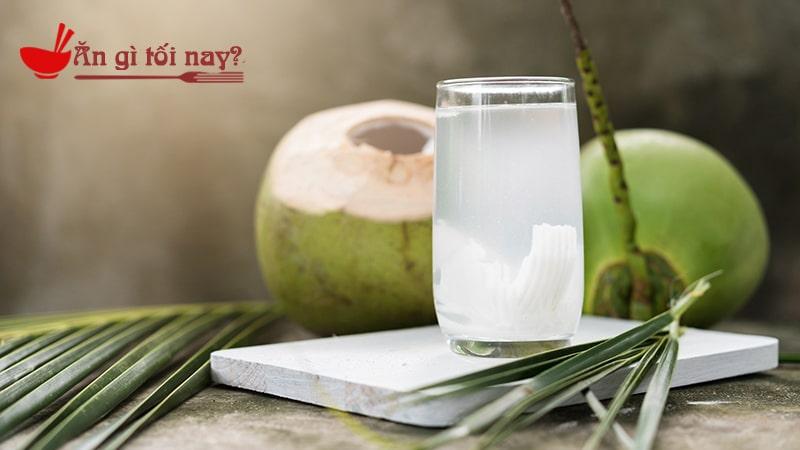 Bà bầu nên uống nước dừa để tốt cho mẹ và bé