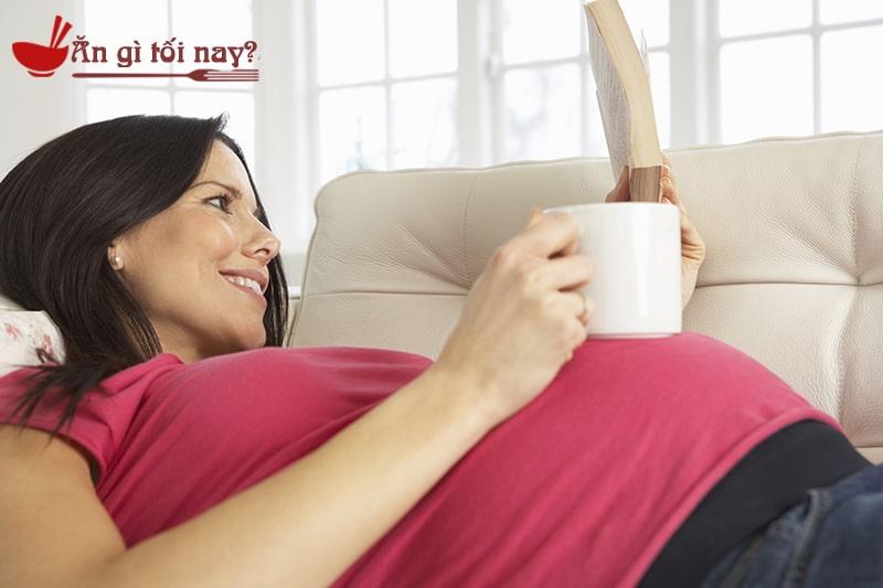 Bà bầu vẫn có thể uống cà phê nhưng phải đảm bảo ở mức độ vừa phải