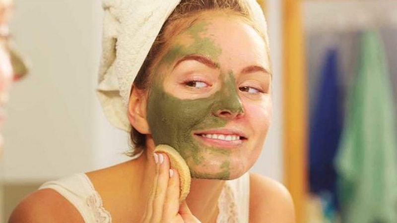 Tác dụng của bột trà xanh đối với da mụn