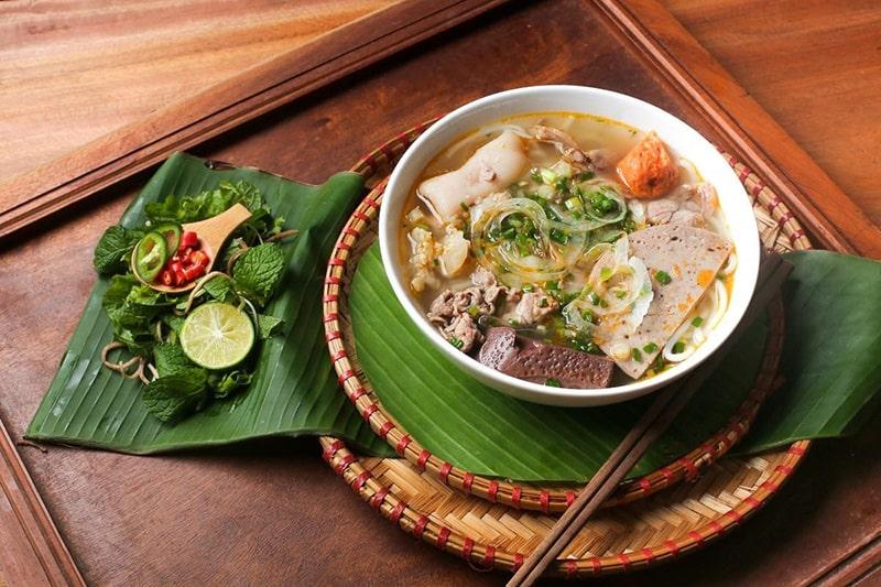 The Huế House là 1 trong những quán đặc sản miền Trung nổi tiếng ở Sài Gòn