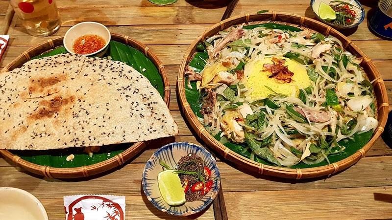 Cơm quê Mười Khó là 1 trong những quán đặc sản miền Trung nổi tiếng ở Sài Gòn