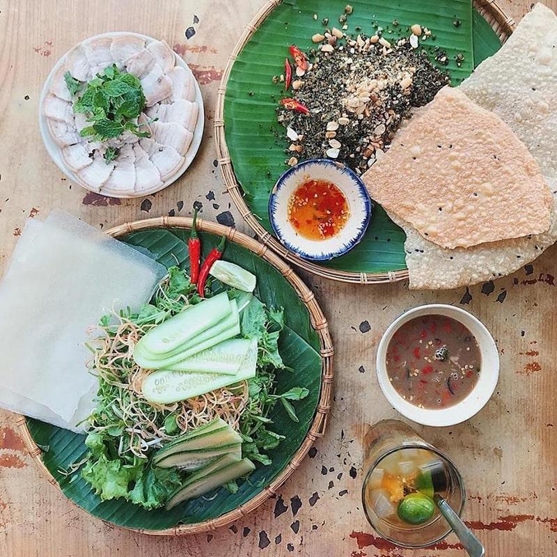 Tiệm cơm Cafe Hoa Giấy là 1 trong những quán đặc sản miền Trung nổi tiếng ở Sài Gòn